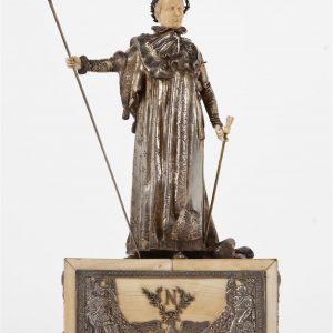 Escultura de plata y marfil, del siglo XIX, con peana, mostrando al emperador Napoleón Bonaparte de cuerpo entero. Medidas 48 cms de alto por 28 cms ancho y 17 cms de fondo.